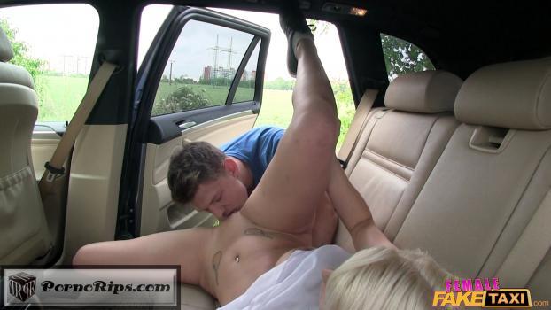 в машине вылизал пизду заснятые последнему